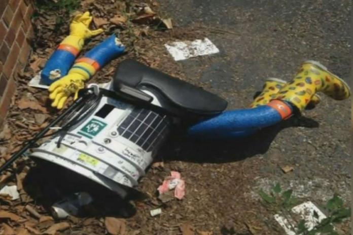 Hitchhiking Robot Destroyed in Philadelphia