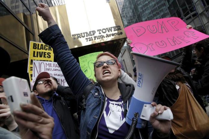Anti-Trump Protesters Shut Down Arizona Road, Rally in Manhattan