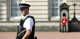 Terrorist Attacks Police Outside UK Queen's Palace