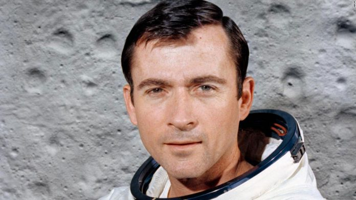 John Young, moonwalker and early shuttle commander, is dead at 87, NASA says