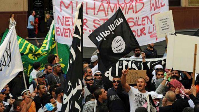 Australian Wearing Cross Beaten By Muslim Thugs Shouting 'F*** Jesus!'